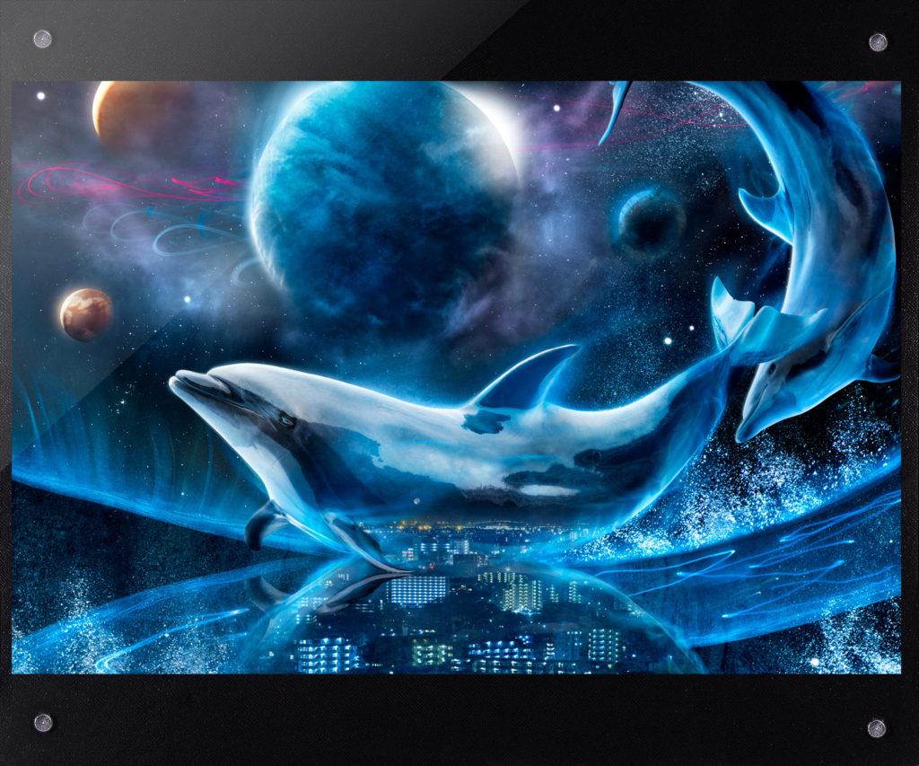 jewelConcept 惑星を泳ぐイルカはラッセンの絵画のようで、その中にメインのタイトルが埋まっています。夜景はネックレス、彩られた星々はジュエリーのような輝きを放っています。まずは、顔を見立ててから想像してみてください。